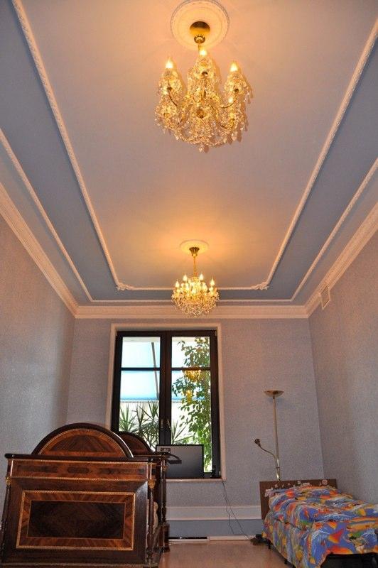 Натяжные потолки фотогалерея для узкой спальни